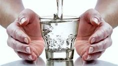 Em diversas religiões temos o costume de abençoar a água que bebemos, e acreditamos que essa água se transforma em um remédio espiritual. O que a maioria n
