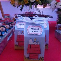 As caixas milk integrando a decor de @ginamondegofestas . Personalizados com…