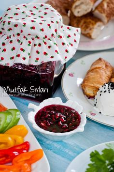 Nar Reçeli How to make Pomegranate Jam? We also have 1 comment to give you ideas. Recipes, thousands of recipes and more … Vegetarian Breakfast Recipes Easy, Easy Delicious Recipes, Tasty, Yummy Food, Jam Recipes, Snack Recipes, Dessert Recipes, Cooking Recipes, Snacks
