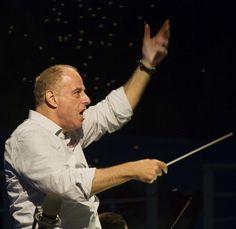 Daniel Oren (conductor).