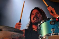 """Il Frontman dei Foo Fighters, Dave Grohl,  ha negato presunti piani per un tour di reunion dei Nirvana.    La dichiarazione arriva dopo la collborazione di Grohl con gli ex membri dei Nirvana Krist Novoselic e Pat Smear per la canzone di Sir Paul McCartney """"Cut Me Some Slack"""". Un portavoce di Grohl ha detto al New York Post che la relazione non ha senso e sottolinea che non ci sarà nessun tour Nirvana."""