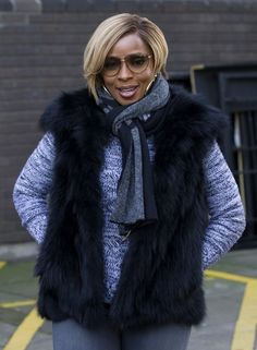 Mary J Blige's London Gucci Medium Sunglasses with Gold Script on Lens