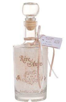 Véritable sel de mer délicatement parfumé d'un mélange de vanille et de patchouly. http://www.boutique-lothantique.com/sel-de-bain~reve-d-anges-amelie-et-melanie-produit-4thptlbqyc35.html