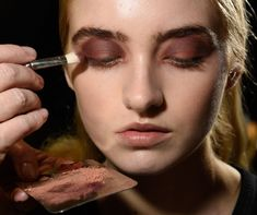 Have you seen these #MasterMakeup techniques? Check the #BambiLashes for sure. http://www.look.co.uk/beauty/make-up-artist-tips
