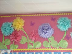 Love this big flowers on a bulletin board. Adorable!