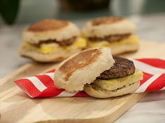 Sausage and Egg JeffMuffins Recipe : Jeff Mauro : Food Network Great to freeze and heat up in the morning! Frozen Breakfast, Make Ahead Breakfast Sandwich, Breakfast For Dinner, Breakfast Dishes, Breakfast Recipes, Breakfast Sandwiches, Breakfast Ideas, Egg Sandwiches, Freezer Sandwiches
