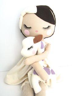 He encontrado este interesante anuncio de Etsy en https://www.etsy.com/es/listing/216412734/mend-custom-order-rag-doll