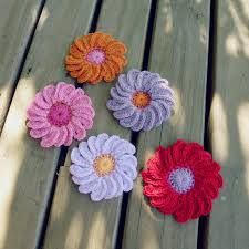 how to make crochet flowers for beginners - Google Search
