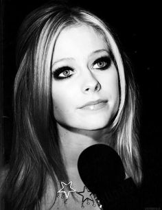Her eyes *__* Avril Lavigne