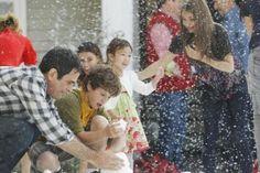 """""""Família é família, seja aquela que você tem desde o começo ou aquela que você aquela que você acaba tendo ou a família que você ganha no meio do caminho e que faz todo dia virar 16 (25) de dezembro."""" Glória - Modern Family"""