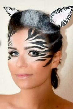Make-up tips for carnival: Here are the most creative looks- Schminktipps für Karneval: Hier kommen die kreativsten Looks The zebra look - Eye Face Painting, Face Painting Designs, Animal Face Paintings, Animal Faces, Looks Halloween, Halloween Face, Zebra Halloween Costume, Easy Halloween, Zebra Make-up