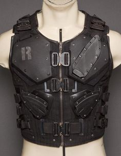 Here's a vest made to look like the vest used by Roadblock in the modern GI Joe movie. Again, this link takes you to the place that made this. Medieval Combat, Tactical Armor, Tactical Suit, Tactical Knives, Tactical Clothing, Armor Clothing, Armor Concept, Military Gear, Cool Gear
