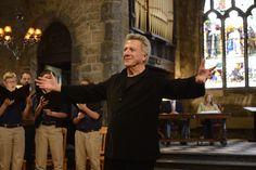 """Dustin Hoffmans Film """"Der Chor"""" erzählt von einem Jungen, den die Freude am Singen fit macht fürs Leben. Furchtbar kitschig – und doch muss man einfach gerührt sein. Schuld daran ist: die Musik."""