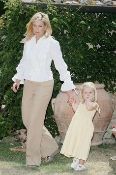 A princesa Máxima com a princesa Amália na residência de verão em Itália em 2006. Tavarnelle val di Pesa.