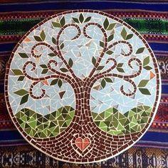 Mosaico Árvore da vida! 3corações! essa é a quinta árvore desse modelo que faço, e por mais que o desenho seja parecido, cada uma tem sua particularidade! Essa é uma das razões de eu amar o mosaico! #mosaico #mosaic #arvoredavida