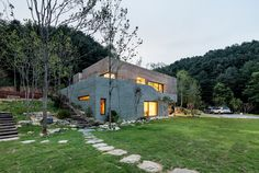 Completed in 2017 in Gapyeong-gun, South Korea. Images by Kyungsub Shin. <The Fade> is a house for a musician and a performance producer couple. The site enjoys the splendid nature along the Bukhan River and is...