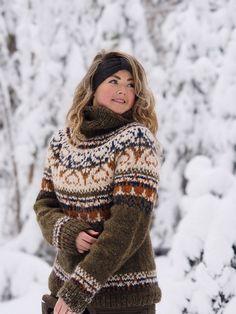 Fair Isle Knitting Patterns, Knitting Designs, Turtleneck Outfit, Sweater Cardigan, Crochet For Kids, Knit Crochet, Icelandic Sweaters, Yarn Crafts, Knitwear