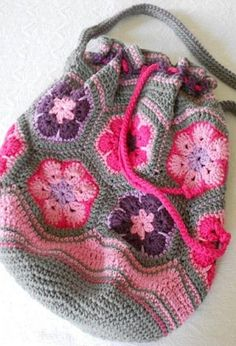 [Free Pattern] This Crochet African Flower Bag Is SO Amazing!