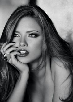 Adriana Lima - love this headshot