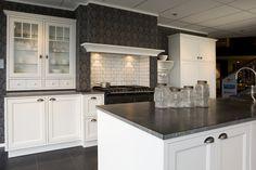 Fornuis in schouw, want that! - Lilly is Love Beautiful Kitchens, Kitchen Island, Favorite Kitchen, Interior, Home, Kitchen Cabinets, Deco, Kitchen, Doors