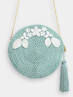 This straw bag is my favored beach bag at this time. The bags come in assorted colours. Diy Fashion, Fashion Bags, My Bags, Purses And Bags, Round Bag, Basket Bag, Crochet Purses, Womens Purses, Cute Bags