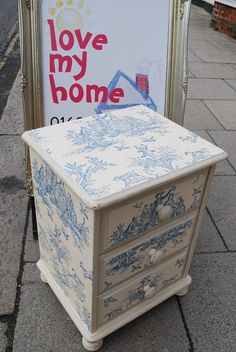 Use toile paper on furniture. I love toile! Decoupage Furniture, Hand Painted Furniture, Refurbished Furniture, Paint Furniture, Repurposed Furniture, Shabby Chic Furniture, Furniture Projects, Furniture Making, Furniture Makeover