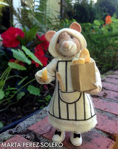 Needle Felted Mouse: Olivia and the bread