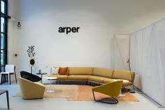 Zinta sofa Colina chair | Arper