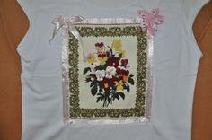 Blusa com aplique de flores em tecido 100%algodão, flor de fuxico e laço de fita de cetim.  Feita sob encomenda nos tamanhos P, M,  G e  GG e nas cores desejadas. R$40,00