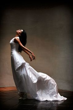Jerry Ghionis Photography - Adore this pose for wedding photography