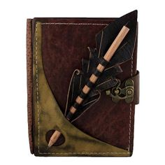 Lápiz con sección en una revista de cuero marrón / cuaderno / diario / cuaderno / Leatherbound