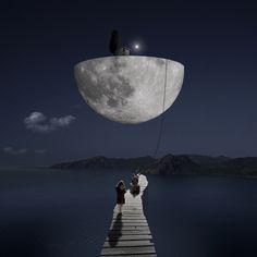 Photo The dark side of the moon - Alastair Magnaldo - YellowKorner