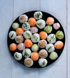 Sushis balls pour une pique nique Sushi Recipes, Asian Recipes, Whole Food Recipes, Healthy Recipes, Tapas, Sweet Potato Side Dish, Party Food Platters, Xmas Food, Aesthetic Food