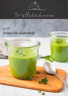 Ein erfrischender Apéro von bestechender Farbe: Grüne Gin-Kaltschale mit Spinat und Apfel