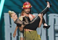 Pin for Later: We'll Never Tire of Seeing Joe Manganiello Shirtless  A shirtless Joe swept Elizabeth Banks off her feet at the MTV Movie Awards in June 2013 as he appeared on stage as his Magic Mike character.