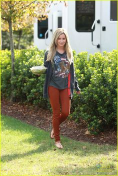 Ashley Tisdale: 'Sabrina: Secrets of a Teenage Witch' Star! | tisdale sabrina 08 - Photo Gallery | Just Jared Jr.