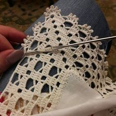 Ideas for crochet lace edging ganchillo Crochet Boarders, Crochet Edging Patterns, Crochet Lace Edging, Crochet Motifs, Crochet Squares, Filet Crochet, Crochet Doilies, Crochet Stitches, Knitting Patterns