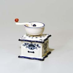 Coffee Mill/Kitchen Timer - Blue and White Delft