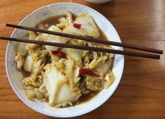 STEKT KINAKÅL MED CHILI Chili, Chinese Cabbage, Soup Recipes, A Food, Oatmeal, Vegetarian, Asian, Breakfast, Kitchens