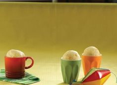 """Rápido, prático e ótimo para chamar os pequenos para fazer em casa: <a href=""""http://mdemulher.abril.com.br/culinaria/receitas/receita-de-pao-queijo-caneca-755784.shtml"""" target=""""_blank"""">pão de queijo na caneca</a>."""