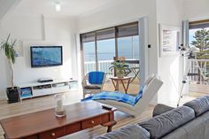 Great view of Port NBNoarlunga Beach, Port Noarlunga Jetty and Port Noarlunga Reef jetty Relaxed comfortable group accommodation WATERFRONT