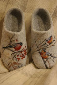 My felt slippers Needle Felted, Nuno Felting, Felted Wool Crafts, Yarn Crafts, Felt Boots, Knitted Slippers, Felted Slippers Pattern, Wool Shoes, Wool Embroidery