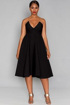 Everyone needs a uber sassy Little Black Dress. Even better when it comes in plus sizes!  First Look: The Newest from Rue 107 for Pre Fall! http://thecurvyfashionista.com/2016/08/rue-107-fall-collection/