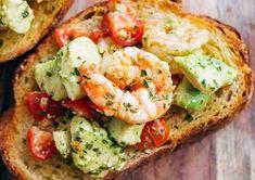 Voici une recette parfaite et nourrissante pour un repas d'été facile et rapide à préparer... :) Avocado Toast, Avocado Egg, Spanakopita Recipe, Creamy Tomato Basil Soup, Tomato Soup, Shrimp Avocado, Garlic Shrimp, Garlic Minced, Avocado Salad Recipes