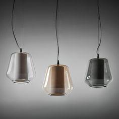ETICA italienische Glaskunst-Pendelleuchte mit Glasschirm und Porzellan-Innenschirm. Unbeleuchtet.