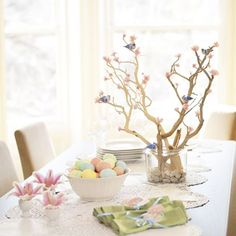 Suzie: Miscellaneous - Easter Table Decorations - Centerpieces and Flowers for an Easter Dinner Table - Quick & Simple - easter, branch, spring, tablescape Easter Egg Dye, Easter Tree, Easter Wreaths, Rama Seca, Easter Table Decorations, Easter Decor, Easter Centerpiece, Easter Ideas, Centerpiece Ideas