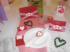 Tischdekoration in rot für die Hochzeit, Silber- und Goldhochzeit