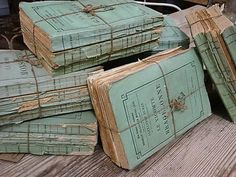 I would SO like to get my hands on these!  source: Chez Zoe*w ~ French paperback books