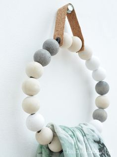 Ball-shaped round - (hand-) cloth holder made of wooden beads
