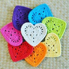 Transcendent Crochet a Solid Granny Square Ideas. Inconceivable Crochet a Solid Granny Square Ideas. Diy Tricot Crochet, Crochet Amigurumi, Bead Crochet, Crochet Motif, Crochet Crafts, Yarn Crafts, Crochet Flowers, Crochet Stitches, Crochet Projects